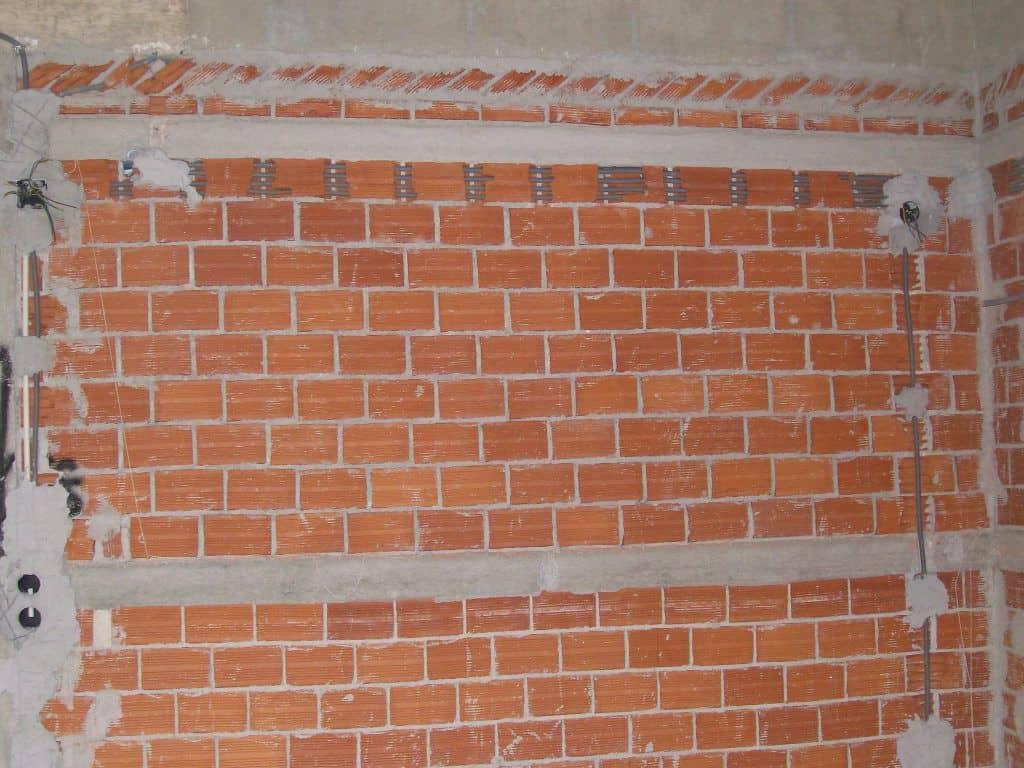 Εγκατάσταση σε Τοίχο με Προκαλωδιωμένη Σωλήνα